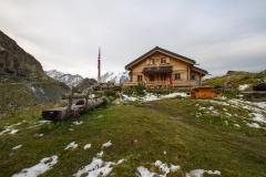 1.Cabane de Louvie 2207m